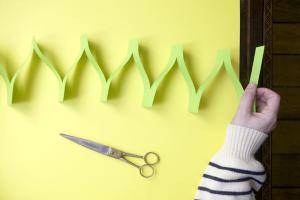 Como fazer decoração com tiras de papel