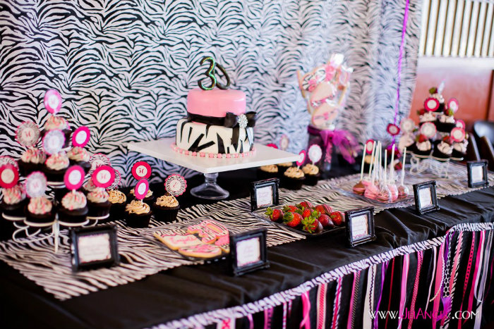zebra-desserts-table